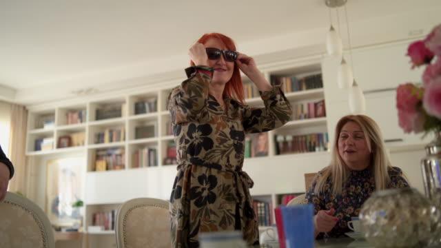 vídeos de stock e filmes b-roll de we are funnier how we getting older - 50 anos