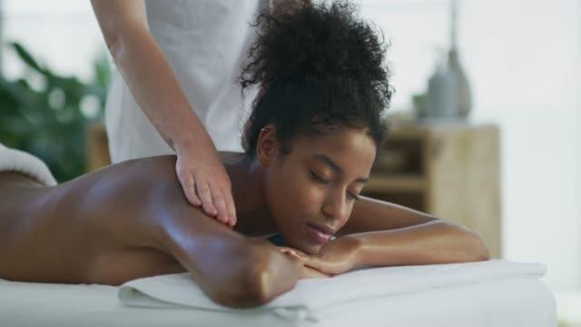vídeos de stock e filmes b-roll de we hope you've found serenity here - massajar