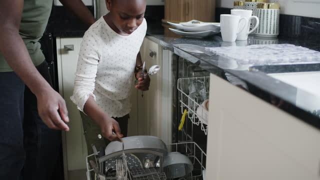 vidéos et rushes de nous apprenons en faisant - lave vaisselle