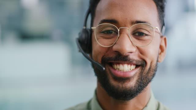 vídeos de stock, filmes e b-roll de adoramos ouvir de nossos clientes - agente de atendimento ao cliente