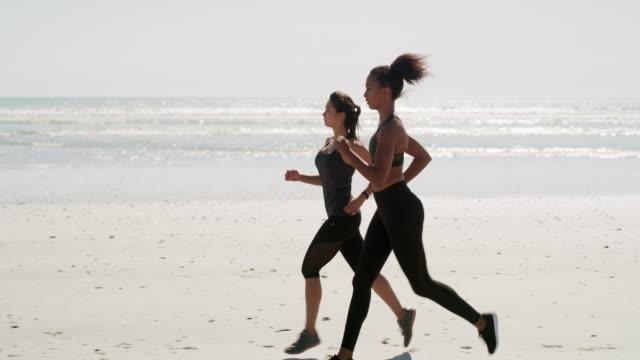 Wir motivieren uns gegenseitig, wenn wir gemeinsam trainieren