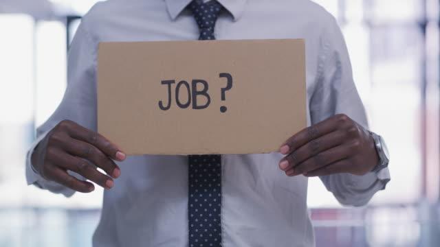 私たちはより多くの仕事が必要です - 職探し点の映像素材/bロール