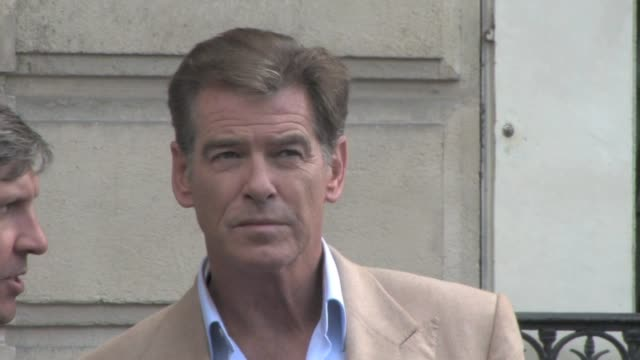 we spotted actors pierce brosnan and emma thompson shooting a scene in the streets of paris for the love punch film to be released in 2013paris 22nd... - ピアース・ブロスナン点の映像素材/bロール