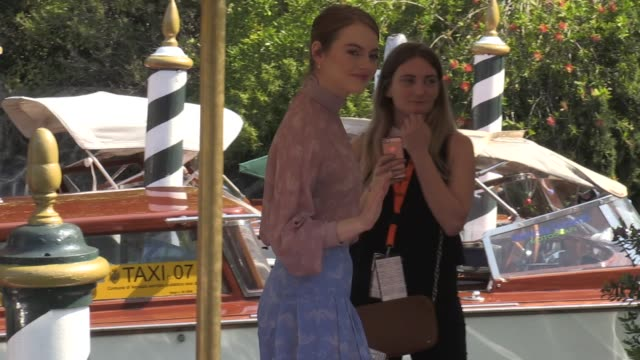 stockvideo's en b-roll-footage met we spotted emma stone arriving in venice for the film festival 2018 and the promotion of her latest movie the favourite - filmfestival