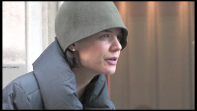 we spotted the american actress and tom cruise s wife katie holmes on the set of her new movie in midtown manhattan the extra man suri s mother was... - katie holmes stock videos and b-roll footage