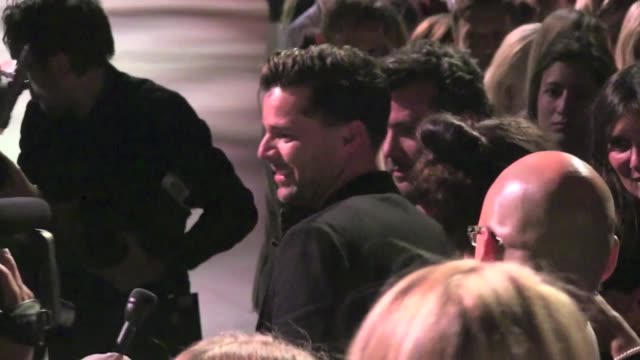 we spotted the celebrities attending the marc jacobs spring 2013 fashion show, among them:latin singer ricky martin, kelly osbourne and more... - デザイナー マーク・ジェイコブス点の映像素材/bロール