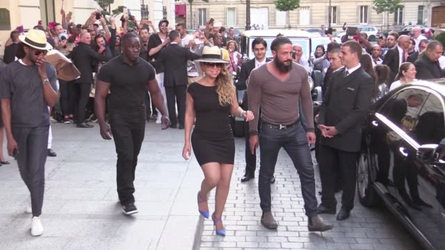 We spotted the legendary singer Mariah Carey arriving at her hotel the Peninsula in Paris She was surrounded by a huge crowd of fans and kindly to...