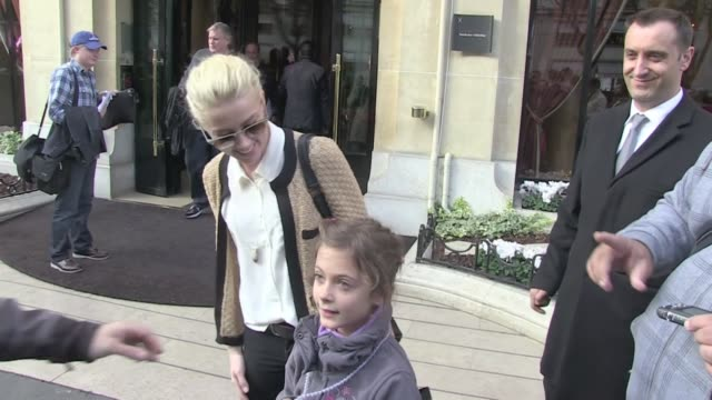 We spotted the Rum Diary star AmberHeard in front of the Plaza Athenee hotel in Paris The young actress kindly took the time to share some love with...