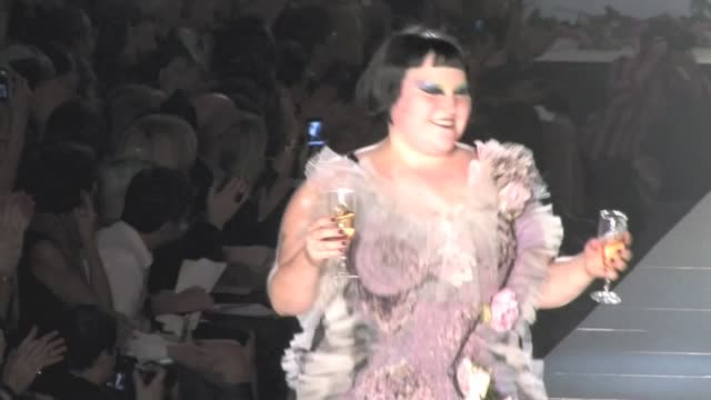 we spotted the singer beth ditto and the designer jean paul gaultier at the end of the show giving a warm salute to the crowd beth ditto rocks the... - fashion show stock videos & royalty-free footage