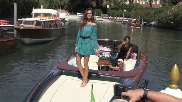 vídeos de stock, filmes e b-roll de we spotted the stunning victoria s secret angel izabel goulart playing with the photographers during the venice film festival 2017 wednesday august... - victoria's secret angel