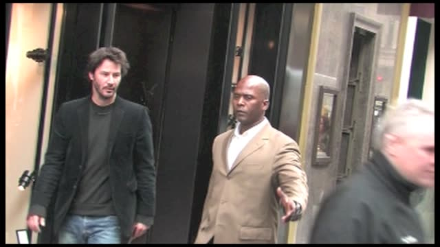 vídeos de stock, filmes e b-roll de we spotted the us actor keanu reeves leaving his hotel the famous ritz hotel in paris for a little shopping at lanvin and ysl stores the actor was in... - ritz carlton hotel