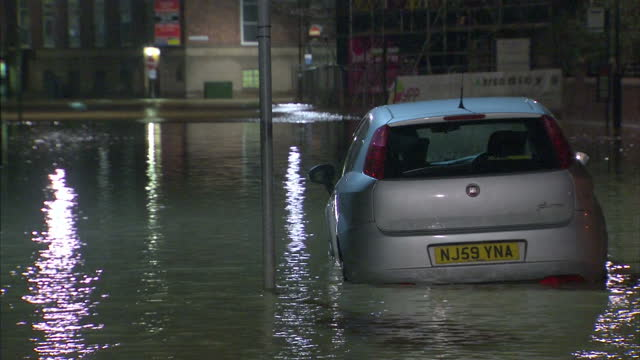 vidéos et rushes de we start with a warning of more misery to come for parts of the country already devastated by flooding as storm frank is forecast to sweep across... - yorkshire
