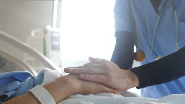 vídeos de stock e filmes b-roll de we will take care of you - ala hospitalar