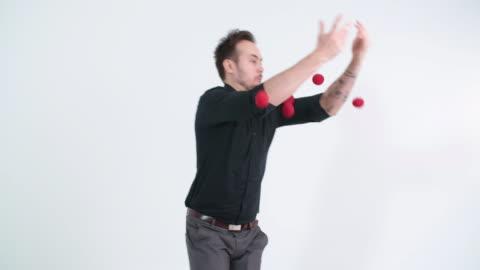 vidéos et rushes de jongleur faible - ball