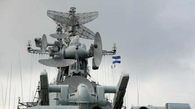 stockvideo's en b-roll-footage met weapons of russian warship - voelspriet