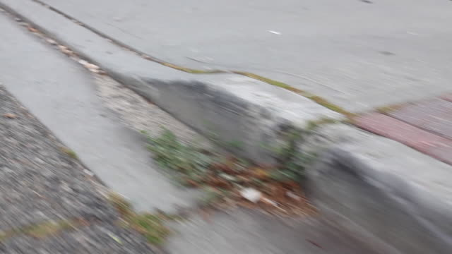 wearable camera shot showing a view from a vehicle as it approaches a kerb, long island, usa. - rinnsteinkante stock-videos und b-roll-filmmaterial