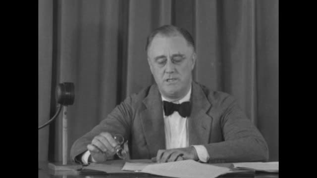 vídeos de stock, filmes e b-roll de wearing a bow tie and pince nez, pres. franklin roosevelt speaks to camera while seated at a desk; he removes his pince nez, continues to speak;... - gravata borboleta