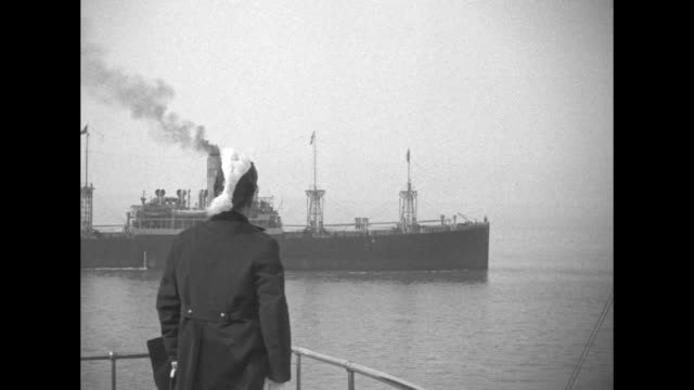 wearing a feathered admiral's hat italian leader benito mussolini watches a series of ships another passes nearby and he salutes as the ship and... - benito mussolini video stock e b–roll