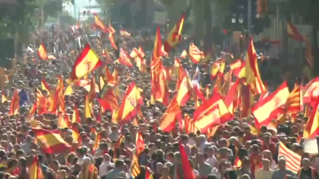 wearing spanish flags protesters march in barcelona demonstrating against plans by separatist leaders to declare independance for catalonia - separatism stock videos & royalty-free footage