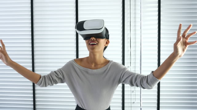 Wearing virtual reality glasses in Office