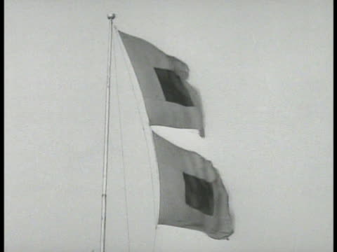 vidéos et rushes de weather bureau building marine hurricane warning flags xws clouds in sky beyond key west palm fronds moving in wind wind speed direction indicator - 1935