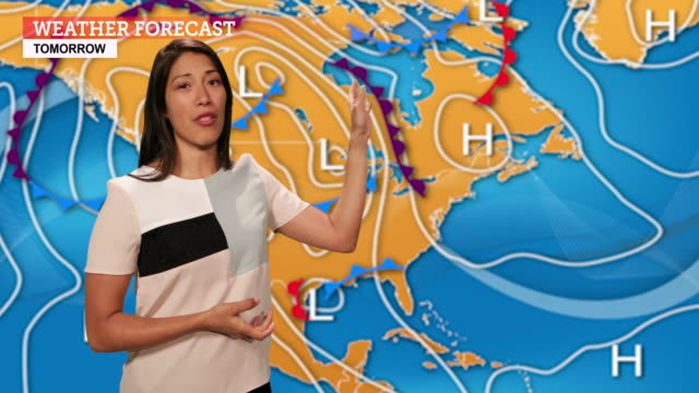 vídeos de stock, filmes e b-roll de weather forecast in a green screen studio - reportagem segmento editado