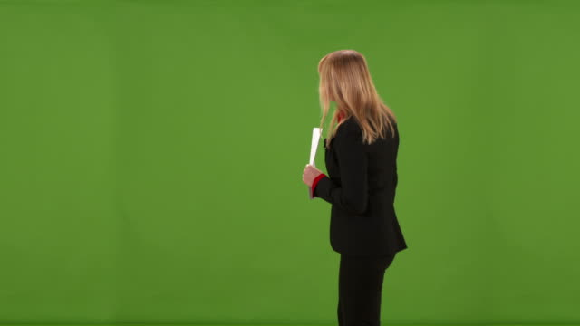 vídeos de stock, filmes e b-roll de hd: clima ao vivo studio relatório - television show