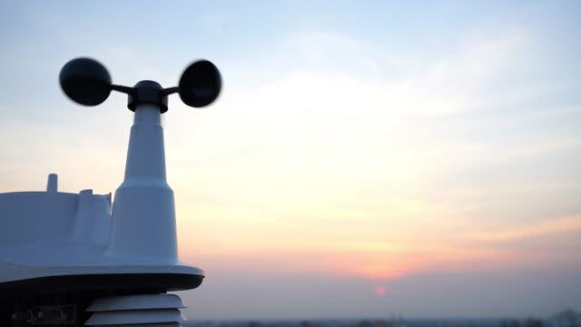 Weather vane wind gauge for direction