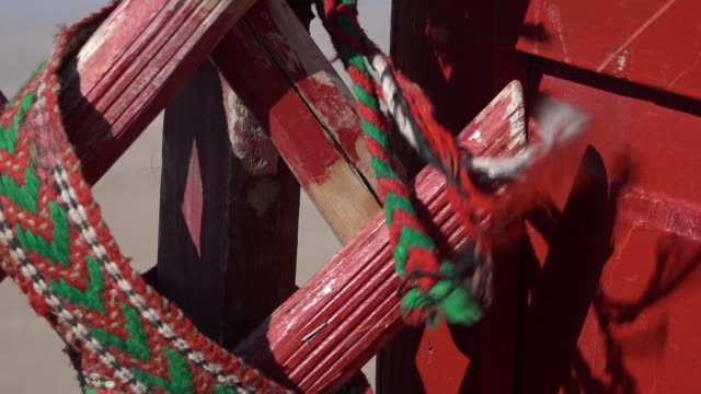 weaved ropes on red painted wood - ausgefranst stock-videos und b-roll-filmmaterial