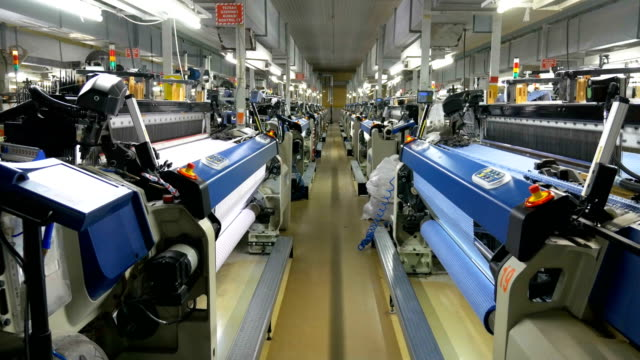 vídeos de stock e filmes b-roll de weaving loom machines in textile factory - textile