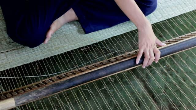 weaving palm mats, mekong delta, ben tre, vietnam - crisscross stock videos & royalty-free footage