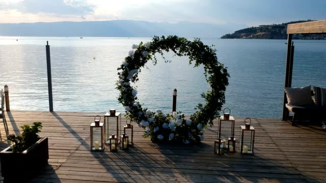 bröllop båge på bakgrunden av havet - valv arkitektoniskt drag bildbanksvideor och videomaterial från bakom kulisserna
