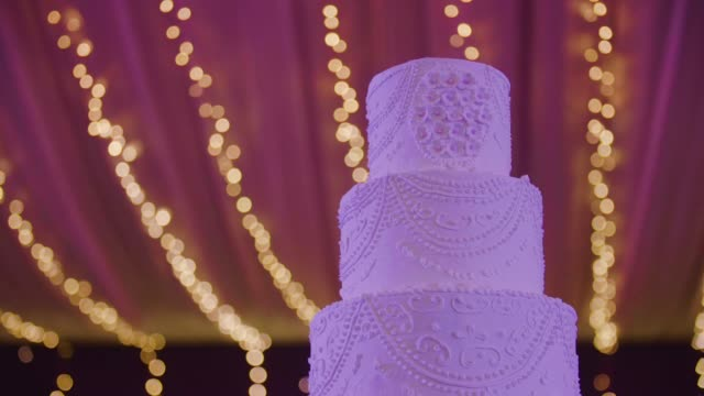 wedding cake - arrangiare video stock e b–roll
