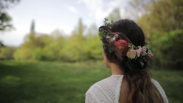 wedding couple in nature - persona attraente video stock e b–roll