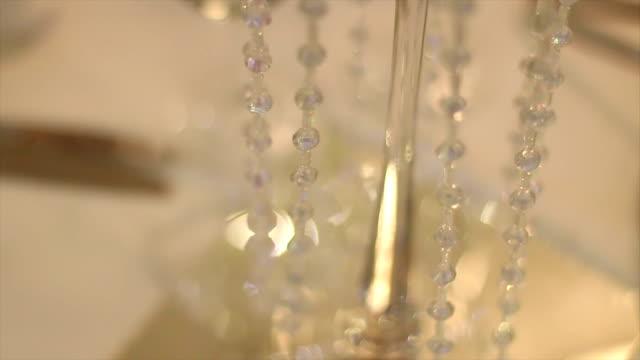 vídeos de stock, filmes e b-roll de decoração de casamento - cadeira dobrável