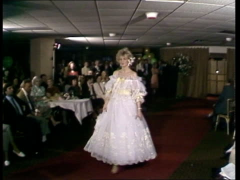 vidéos et rushes de david and elizabeth emmanuel summer collection:; england: london: int lms model parades woman watches margaret campbell, duchess of argyll model and... - mode of transport