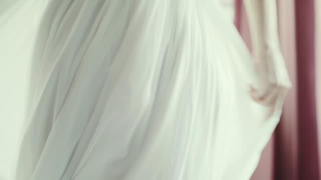 Detalle del vestido de boda.