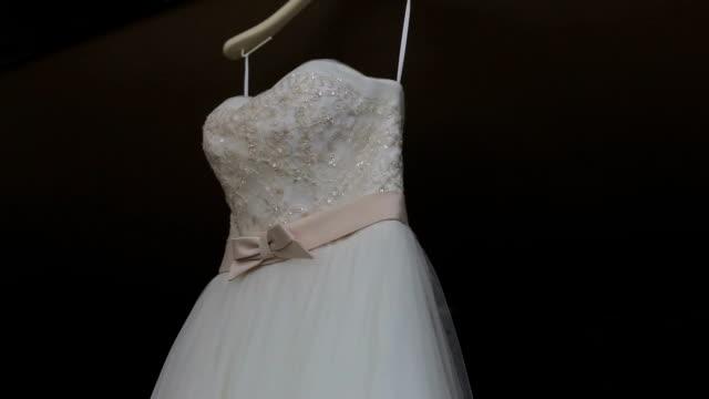 vídeos y material grabado en eventos de stock de vestido de novia - ventana en saliente