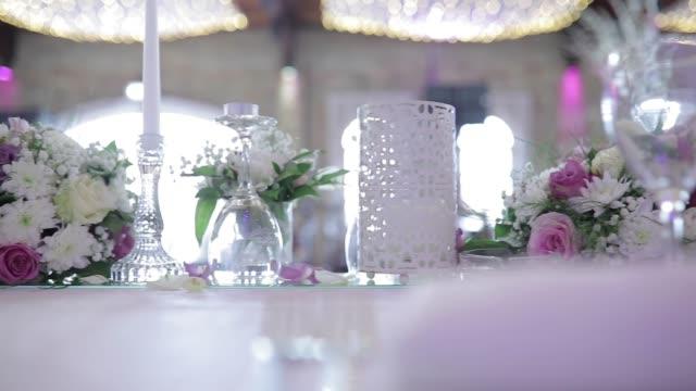 bröllop blommor dekorationer - bordsduk bildbanksvideor och videomaterial från bakom kulisserna