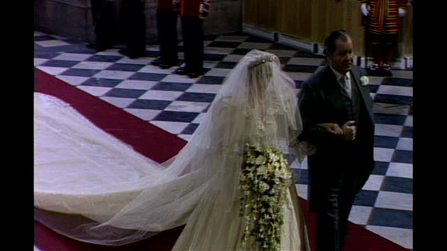 LIB INT Wedding of Prince Charles and Princess Diana Lady Diana Spencer along aisle with her father