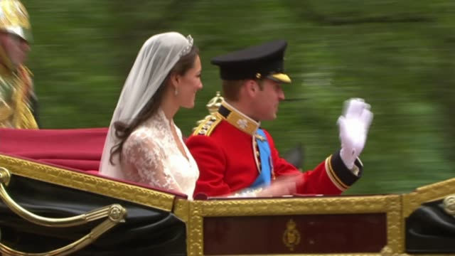 wedding of prince harry and meghan markle no invites for politicians lib / prince william duke of cambridge and catherine duchess of cambridge waving... - prinz william herzog von cambridge stock-videos und b-roll-filmmaterial