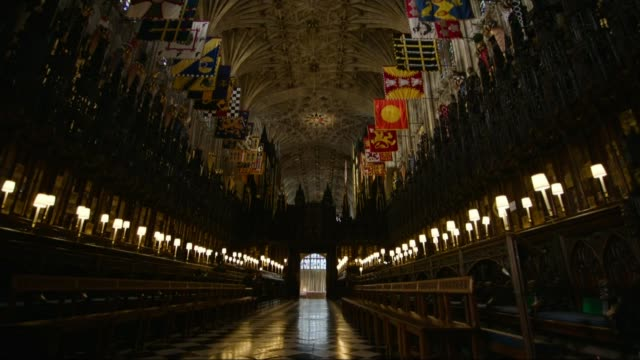 Wedding of Prince Harry and Meghan Markle No invites for politicians LIB / Windsor Windsor Castle St George's Chapel Church pews by aisle PAN Stained...