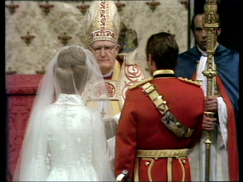 vídeos de stock e filmes b-roll de wedding of princess anne to captain mark phillips back view as prince philip presents anne's hand to archbishop who gives it to captain phillips and... - votos matrimoniais