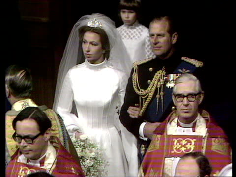 wedding of princess anne to captain mark phillips int trumpeters close shot princess anne trumpeters sot pull out princess anne and father prince... - 1973 stock-videos und b-roll-filmmaterial