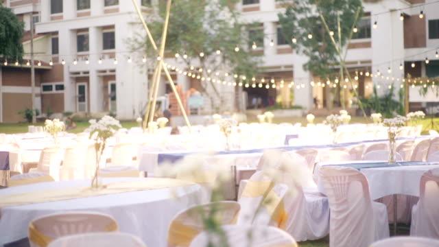 bröllop mottagning ställ utomhus. - bordsduk bildbanksvideor och videomaterial från bakom kulisserna