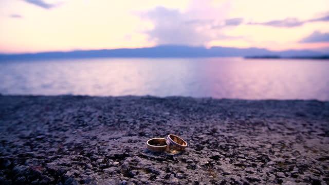 日没時の結婚指輪 - 結婚指輪点の映像素材/bロール