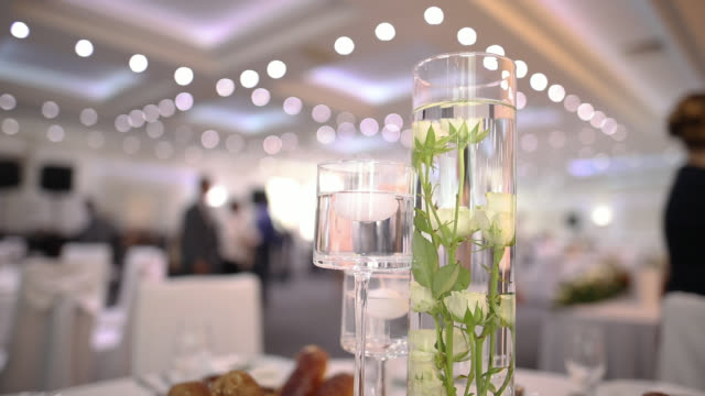 hochzeits-table-dekoration - festmahl stock-videos und b-roll-filmmaterial
