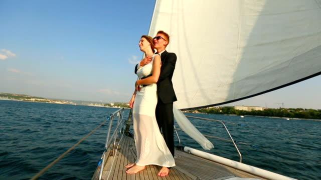 Viaje de bodas en una navegación en yate