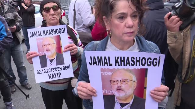 a week after prominent saudi journalist and riyadh critic jamal khashoggi vanished turkish opposition activists call on the government to speed up an... - kritiker stock-videos und b-roll-filmmaterial