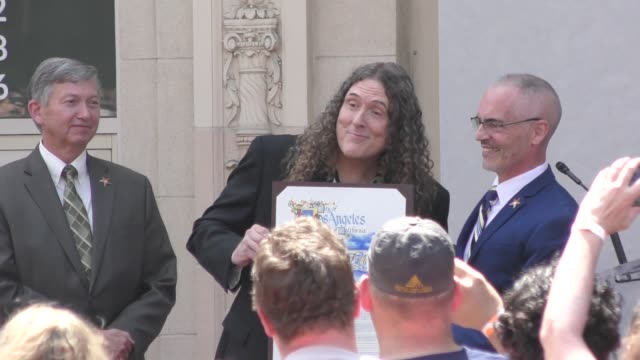 vídeos de stock, filmes e b-roll de 'weird al' yankovic speaks at 'weird al' yankovic honored with a star on the hollywood walk of fame in hollywood in celebrity sightings in los angeles - weird al yankovic